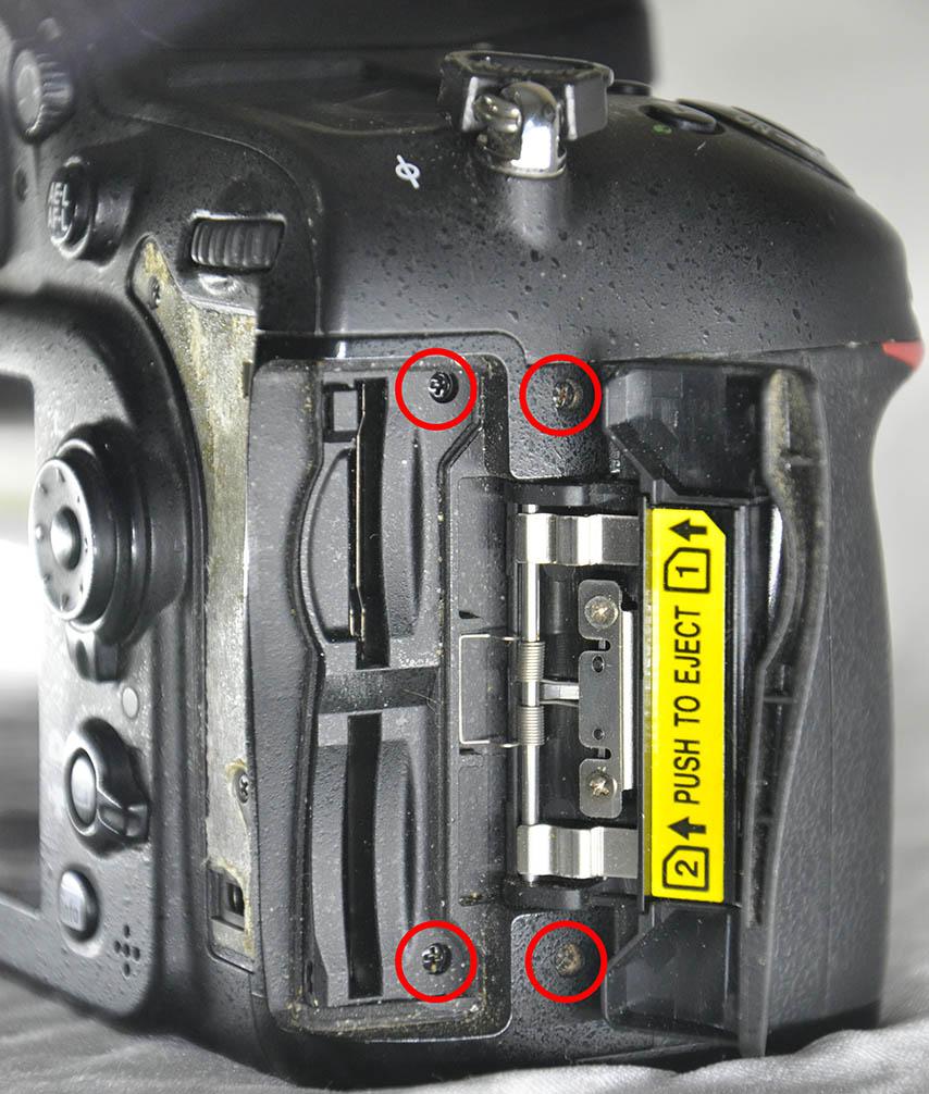 Nikon D7200 card door